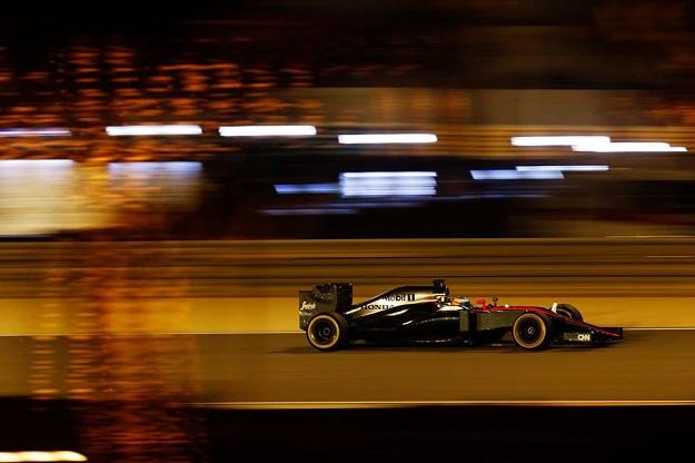 Alonso McLaren Bahrain 2015